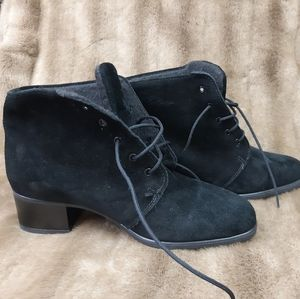 NWOT Chukka ankle boots real suede Blondo College